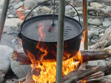 Texas state cooking vessel cast iron dutch oven for How to cook in a dutch oven over a campfire
