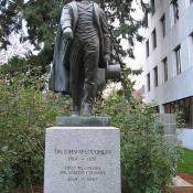 Dr. John McLaughlin statue: the Father of Oregon
